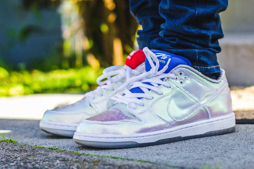 huge selection of 34079 b8135 Nike Dunk Low SB Holy Grail on foot photo