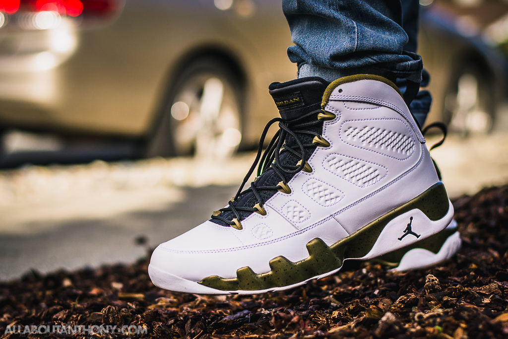 release date: 0dd41 73fc4 Air Jordan 9 Statue on foot photo