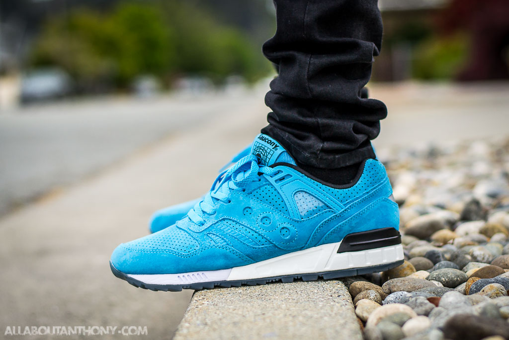 separation shoes 1bd72 d0809 Saucony Grid SD No Chill Pack Light Blue on feet