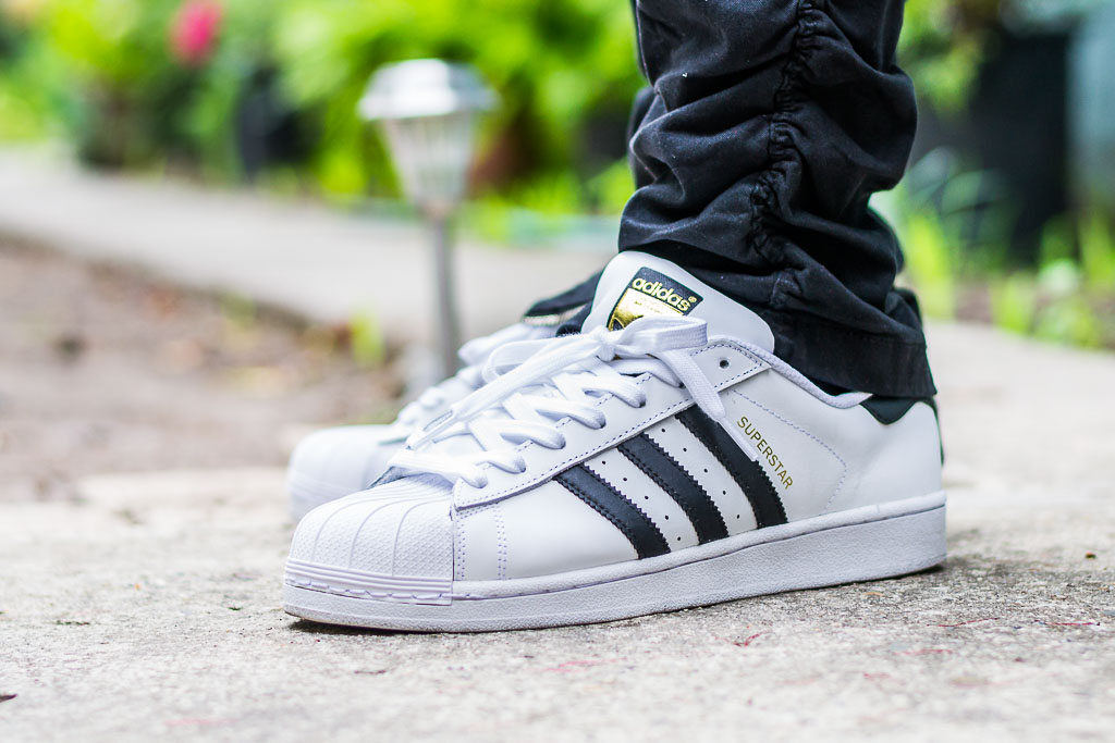 tubería cáscara Tamano relativo  Adidas Superstar White & Black On Feet Sneaker Review