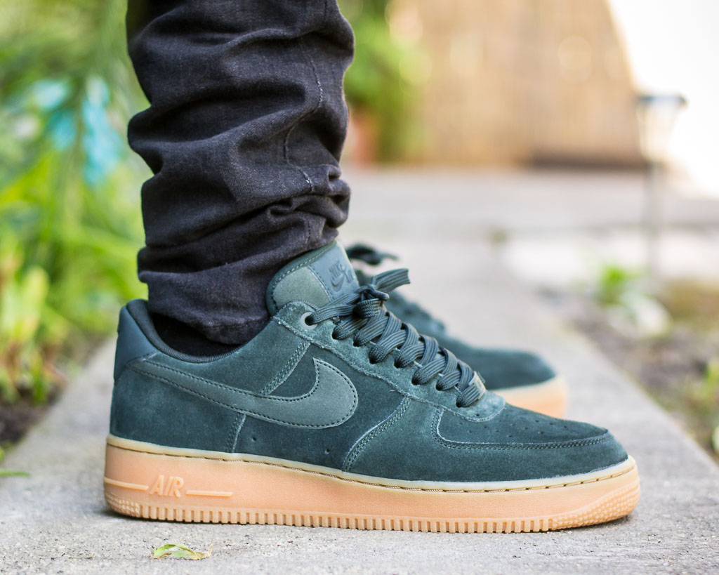 Conclusión preocuparse patio  Nike Air Force 1 Outdoor Green On Feet Sneaker Review