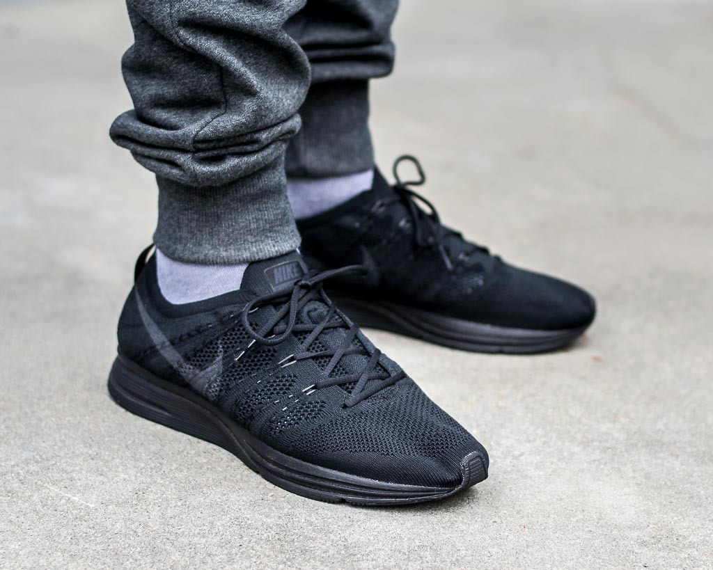 competitive price fb4f1 ccdd0 Nike Flyknit Trainer Triple Black alt