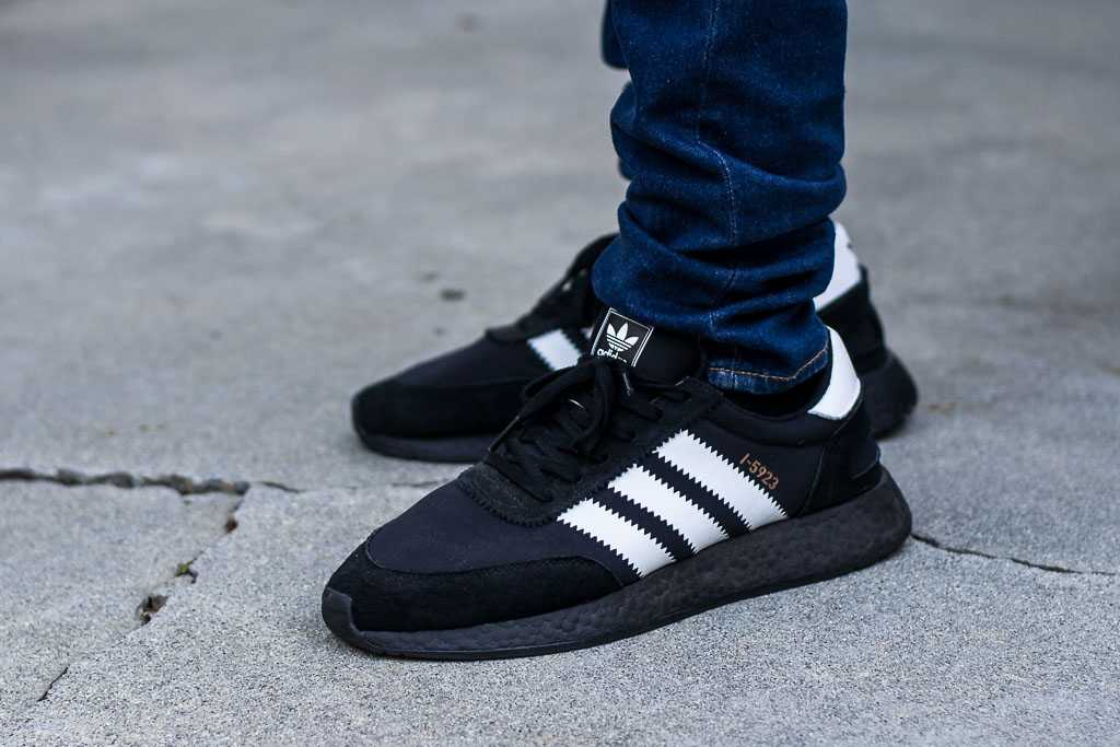 adidas iniki all black