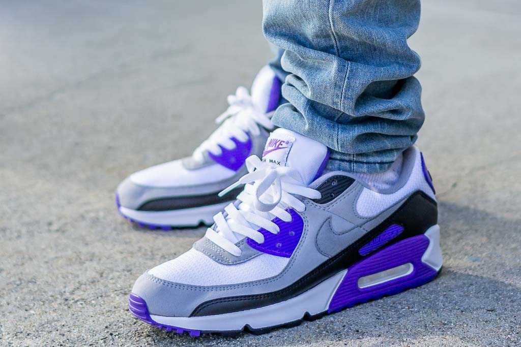 air max 90 blue on feet